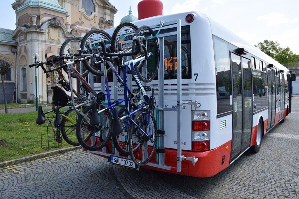 Do Suchdola zkušebně jedou cyklobusy. Foto: DPP